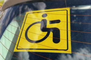Как правильно крепить знак инвалид на автомобиль