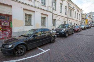 можно ли парковаться на полукруглой разметке платной парковки?