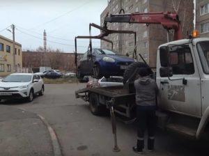 Эвакуировали машину в Москве — куда звонить и что делать?